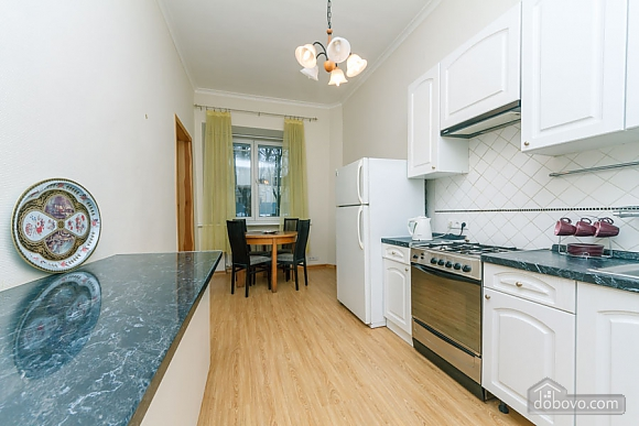 A large apartment in a 5 minutes walk from Nezalezhnosti square, Two Bedroom (41673), 038