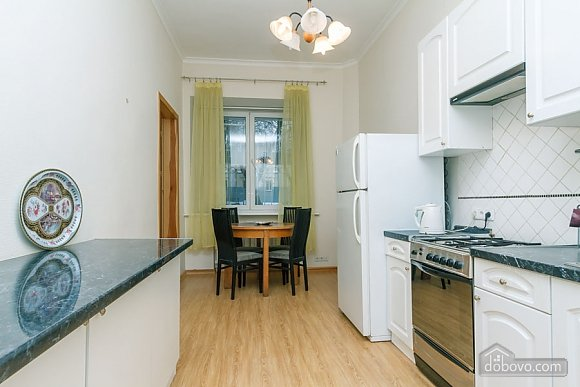 A large apartment in a 5 minutes walk from Nezalezhnosti square, Two Bedroom (41673), 039