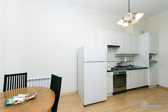 A large apartment in a 5 minutes walk from Nezalezhnosti square, Two Bedroom (41673), 041