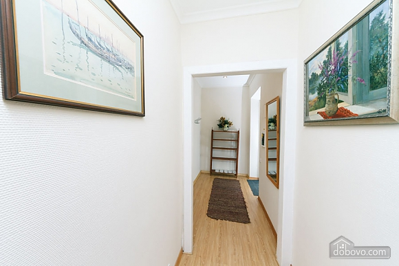 A large apartment in a 5 minutes walk from Nezalezhnosti square, Two Bedroom (41673), 042