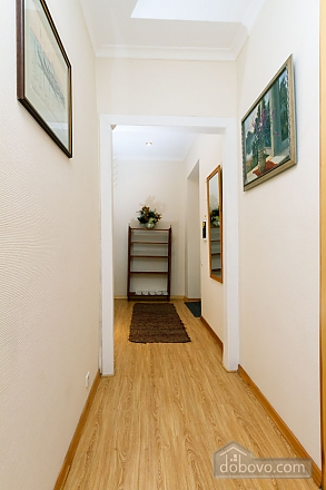 A large apartment in a 5 minutes walk from Nezalezhnosti square, Two Bedroom (41673), 044