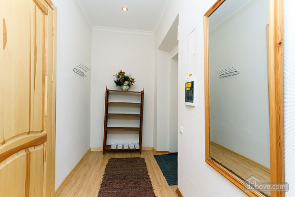 A large apartment in a 5 minutes walk from Nezalezhnosti square, Two Bedroom (41673), 049