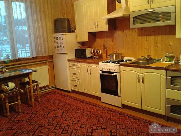 Alinka, Trois chambres (78412), 003