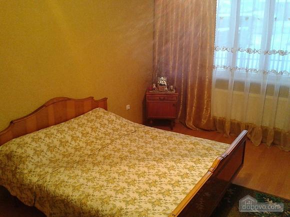 Alinka, Trois chambres (78412), 002