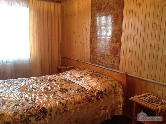 Alinka, Trois chambres (78412), 004