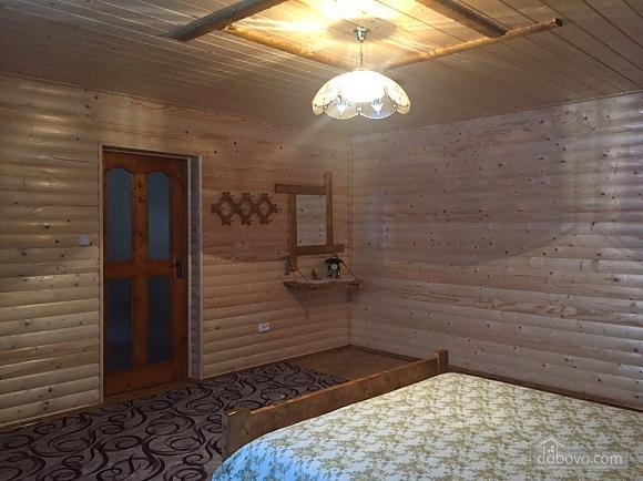 Alinka, Trois chambres (78412), 009