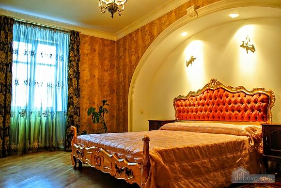 Апартаменты возле Ратуши, 2х-комнатная (24462), 001