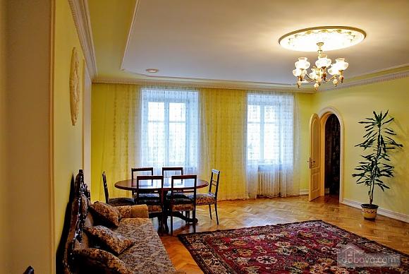 Апартаменты возле Ратуши, 2х-комнатная (24462), 007