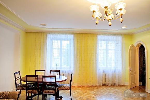 Апартаменты возле Ратуши, 2х-комнатная (24462), 008