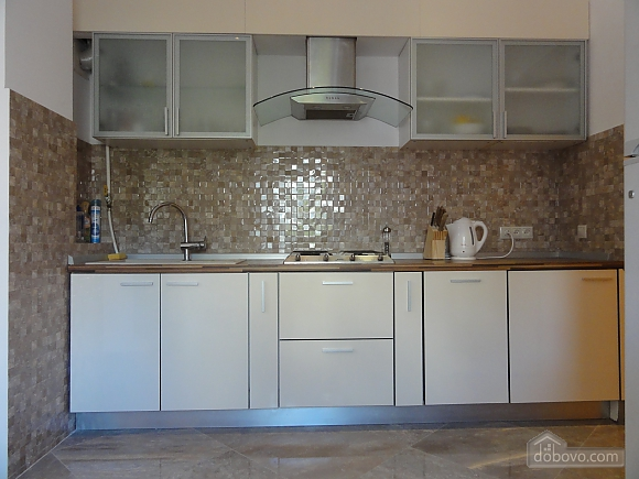 Spacious apartment in the centre near the metro, Tre Camere (14681), 010