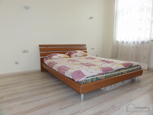 Spacious apartment in the centre near the metro, Tre Camere (14681), 013