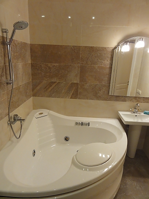 Spacious apartment in the centre near the metro, Tre Camere, 014