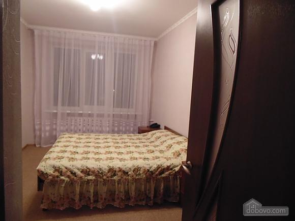 Квартира в центре, 2х-комнатная (79292), 002