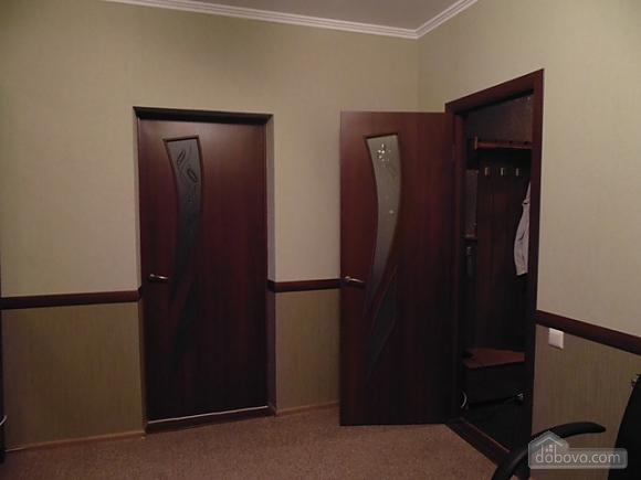 Квартира в центре, 2х-комнатная (79292), 003