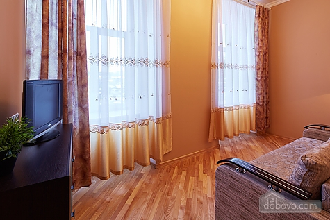 Апартаменты возле площади Рынок, 3х-комнатная (23467), 003
