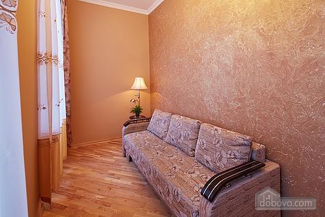 Apartment near Rynok square, Two Bedroom (23467), 002