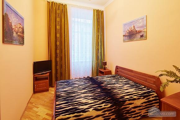 Апартаменты возле площади Рынок, 3х-комнатная (23467), 001