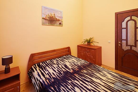 Апартаменты возле площади Рынок, 3х-комнатная (23467), 007