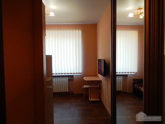 Уютная квартира-студио в центре, 1-комнатная (18163), 002