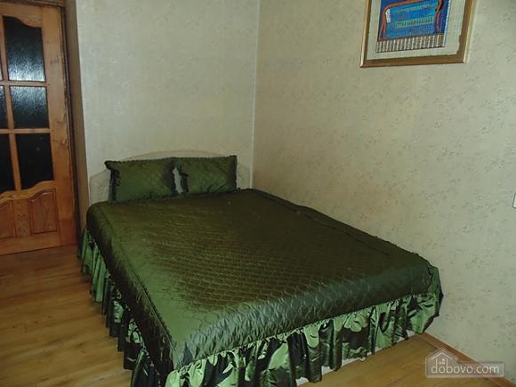 Затишна квартира, 3-кімнатна (22799), 001