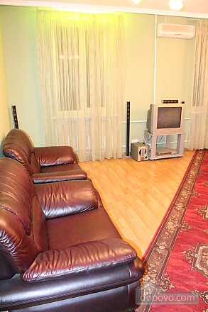 Apartment in the city center, Four Bedroom (12864), 006