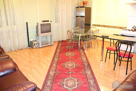 Apartment in the city center, Four Bedroom (12864), 007