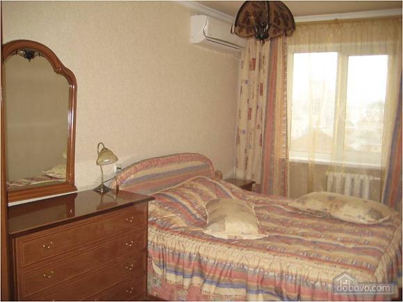Апартаменти в центрі, 2-кімнатна (19743), 001