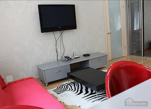 Апартаменты в центре города, 2х-комнатная (13910), 002