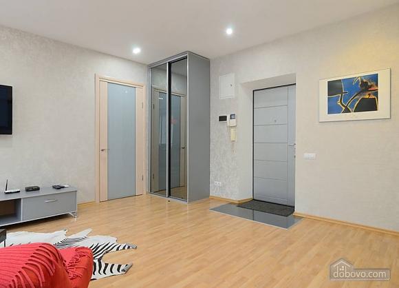 Апартаменты в центре города, 2х-комнатная (13910), 005