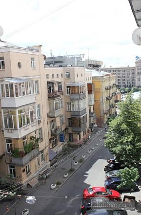 Апартаменты в центре города, 2х-комнатная (13910), 011