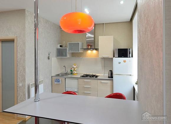Апартаменты в центре города, 2х-комнатная (13910), 006