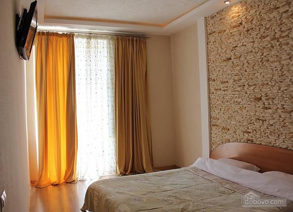 Апартаменты в центре города, 2х-комнатная (13910), 008