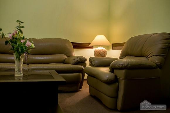 Апартаменти в центрі, 1-кімнатна (41028), 002
