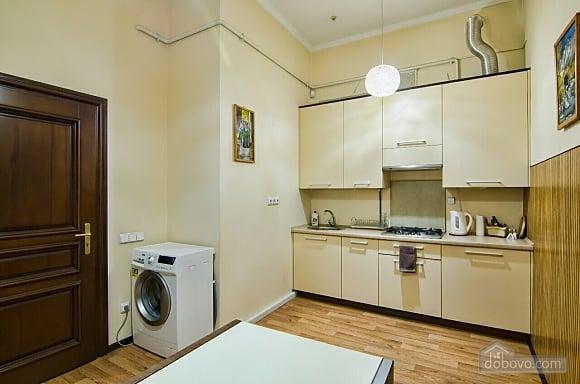 Апартаменти в центрі, 1-кімнатна (41028), 005