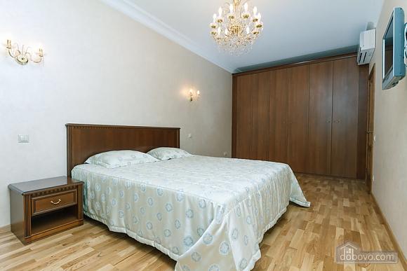 Люкс апартаменти в новому будинку, 3-кімнатна (47612), 002