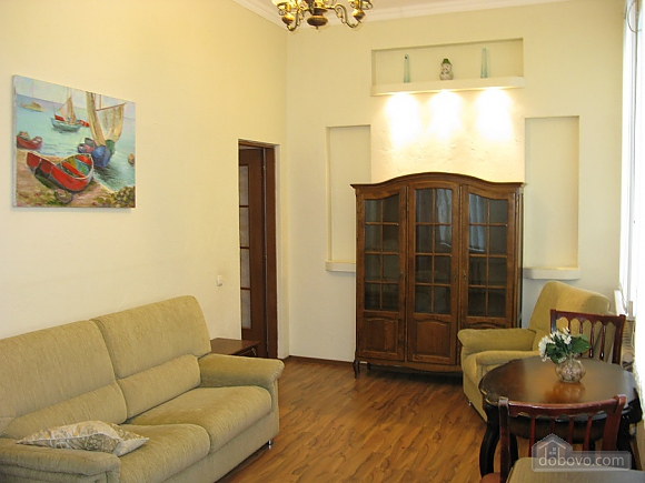 Spacious apartment in historic place, Dreizimmerwohnung (81100), 011