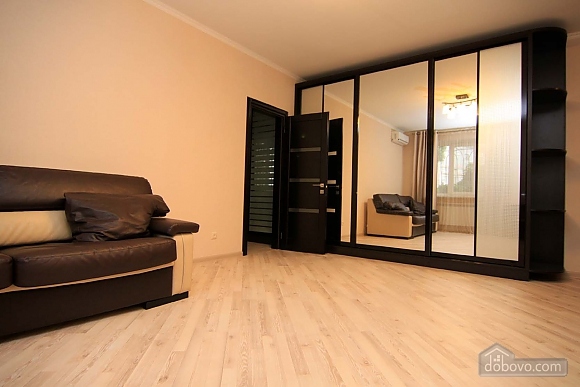 Elegant comfortable apartment in the historical center of Odessa, One Bedroom (13636), 002