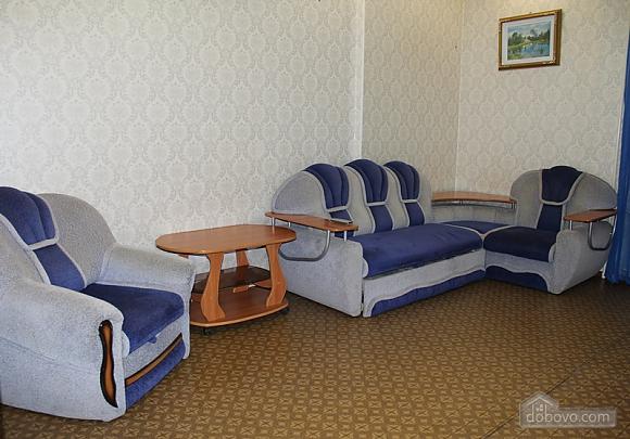 Апартаменты в центре, 2х-комнатная (92257), 003