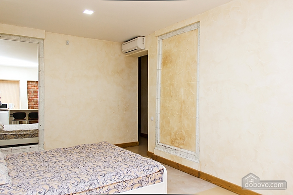 Apartment near Ploscha Vostannya metro station, Studio (80481), 003