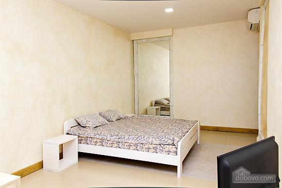 Apartment near Ploscha Vostannya metro station, Studio (80481), 002
