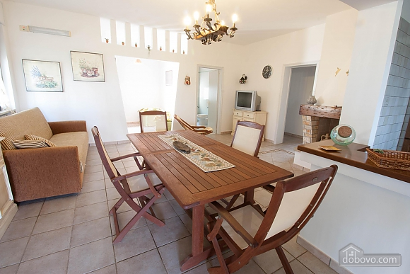 Villa with Mediterranean Garden, Three Bedroom (52277), 004