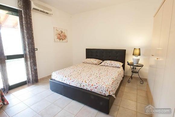 Villa with Mediterranean Garden, Three Bedroom (52277), 006