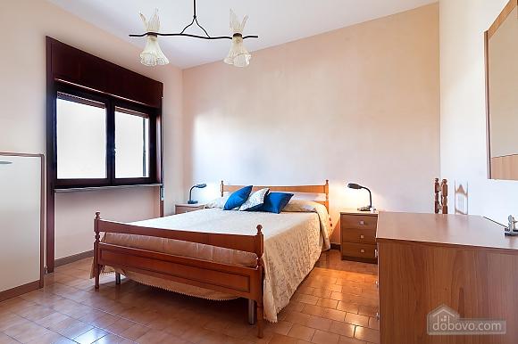 Апартаменты рядом с пляжем, 4х-комнатная (43046), 002
