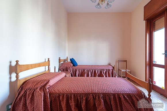 Апартаменты рядом с пляжем, 4х-комнатная (43046), 004