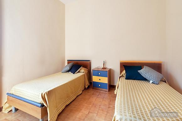 Апартаменты рядом с пляжем, 4х-комнатная (43046), 008