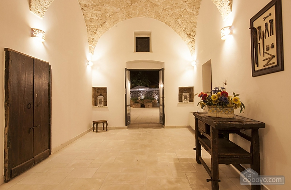 Средневековая студия с бассейном, 1-комнатная (79856), 019