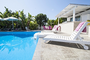 Villa walking distance from beach, Three Bedroom, 004
