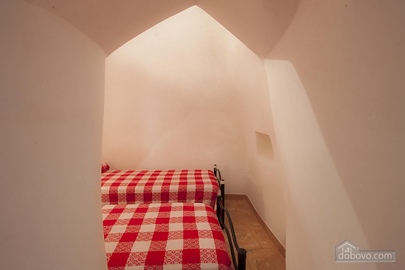 Trullo in 8000 square meter park, Deux chambres (56540), 011