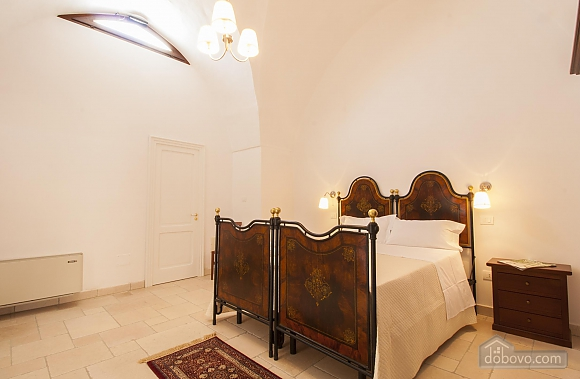 Early 20th century house and pool, One Bedroom (61183), 011