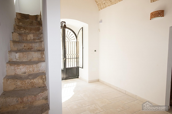 Early 20th century house and pool, One Bedroom (61183), 045
